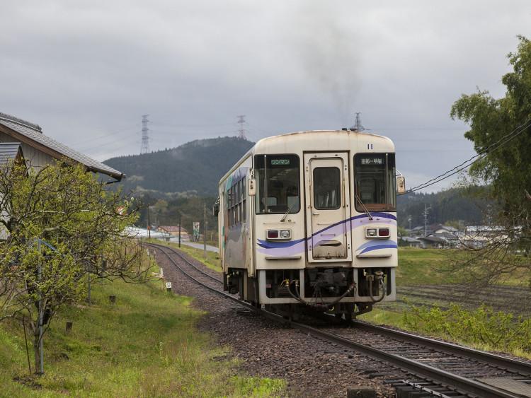 明知鉄道を走る急行「大正ロマン号」