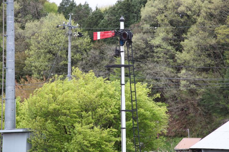 岩村駅に保存されている腕木式信号機