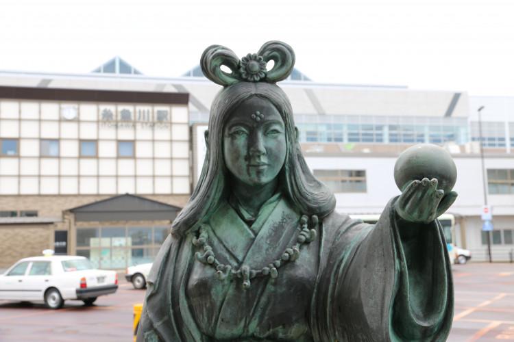 「奴奈川姫(ぬなかわひめ)」の銅像