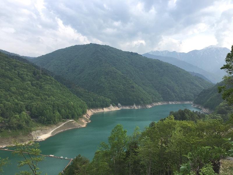 大町ダム(竜神湖)は民謡 泉小太郎のふるさと「大町ダム」
