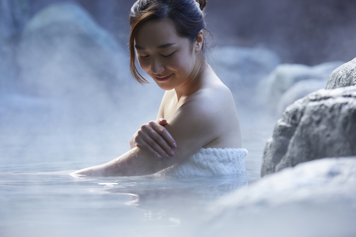 なぜ温泉に入ると美肌になるの?温泉ソムリエが徹底解説!